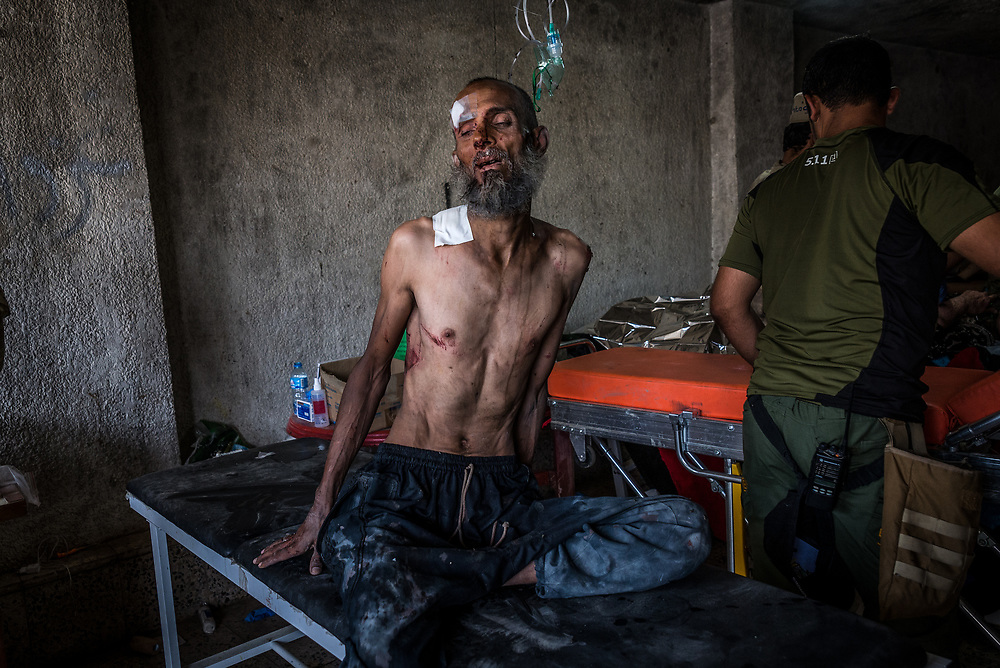A man receives emergency treatment at a trauma stabilisation point on the edge of Mosul's Old City, Iraq, on June 22, 2017. <br />