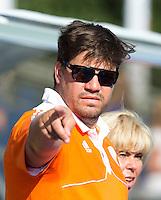 BOOM - Bondscoach Max Caldas voor  de eerste poule wedstrijd van Oranje tijdens het Europees Kampioenschap hockey   tussen de vrouwen Nederland en Ierland (6-0). rechts manager Margriet Zegers.  ANP KOEN SUYK