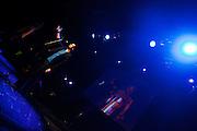 Jee Kast draagt zijn gedichten voor. In Utrecht vindt het tiende Nationaal Kampioenschap Poetry Slam plaats. Negen dichters dragen eigen werk voor en door middel van een applausmeting en een jury wordt bepaald wie naar de finale gaat. Tijdens de finalebattle, waarbij de twee finalisten gedichten tegen elkaar voordragen, bepaalt het publiek wie de uiteindelijke winnaar wordt.<br /> <br /> Jee Kast is reciting his poems. In Utrecht the tenth Dutch Championship Poetry Slam is taking place. Nine poets recite their own works, and through an applause measurement and a jury is determined who goes to the finals. During the final battle, the two finalists recite poems against each other, the audience determines who the winner is.