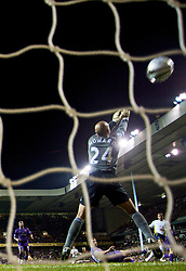 LONDON, ENGLAND - Tuesday, October 27, 2009: Everton's goalkeeper Tim Howard is beaten by Tottenham Hotspur's Tom Huddlestone for the opening goal during the League Cup 4th Round match at White Hart Lane. (Photo by David Rawcliffe/Propaganda)