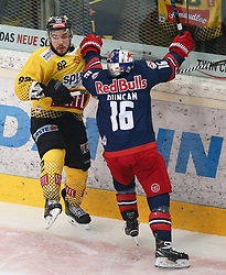 07.04.2019, Albert Schultz Halle, Wien, AUT, EBEL, Vienna Capitals vs EC Red Bull Salzburg, Halbfinale, 5. Spiel, im Bild v.l. Chris Desousa (spusu Vienna Capitals) und Ryan Duncan (EC Red Bull Salzburg) // during the Erste Bank Icehockey 5th semifinal match between Vienna Capitals and EC Red Bull Salzburg at the Albert Schultz Halle in Wien, Austria on 2019/04/07. EXPA Pictures © 2019, PhotoCredit: EXPA/ Thomas Haumer