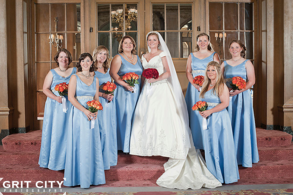 Summer wedding at the Fairmont Olympic Hotel in Seattle. Grit City Photography is a Tacoma, Washington based photography business specializing in wedding photography. While we love working in Tacoma, we can visit your location of choice.