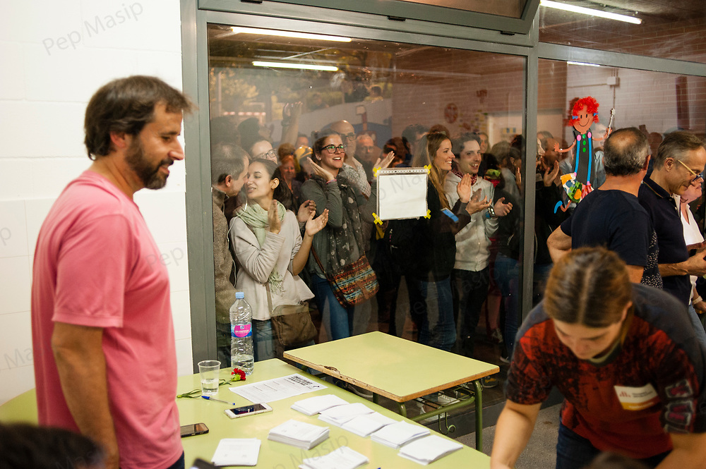 Saturday, 01 October 2017. Terrassa, Catalonia.  Catalan referendum voting. Opening of the ballot boxes and counting of the total votes. Activists and voters has been inside and at the door of their assigned polling stations as a measure to try to avoid the closure of the voting places by the spanish police. Despite of many others towns and cities of Catalonia were the day has left about eight hundred injured people, in Terrassa the day has passed with any relevant incident. The elderly people who attended to vote has been welcomed with clapping hands.