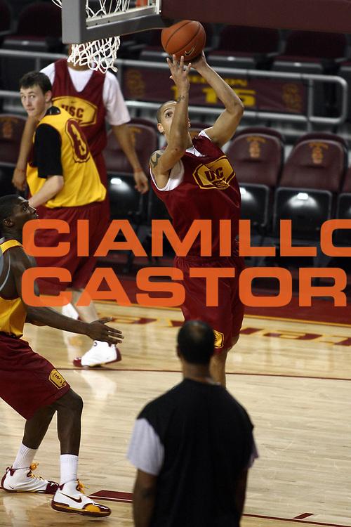 DESCRIZIONE : Los Angeles USA The Univesrsity of Southern California<br /> GIOCATORE : Daniel Hackett<br /> SQUADRA : Trojans<br /> EVENTO : NCAA stagione 2007-2008 USA<br /> GARA : Allenamento al The Galen Center<br /> DATA : 09/01/2008 <br /> CATEGORIA : posato reportage ritratto<br /> SPORT : Pallacanestro <br /> AUTORE : Agenzia Ciamillo-Castoria/E.Castoria