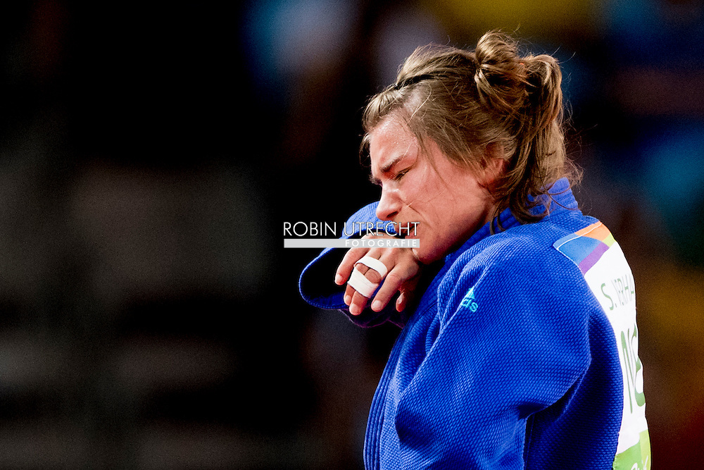 RIO DE JANEIRO - Sanne Verhagen in de Carioca Arena tijdens haar partij tegen Sumiyatijdens Dorjsuren uit Mongolie tijdens het judotoernooi tijdens de Olympische Spelen in Rio. ANP ROBIN UTRECHT