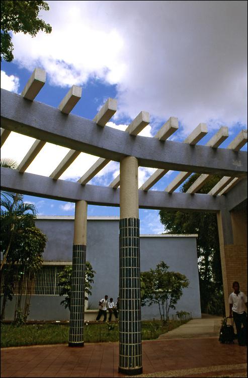 ESCUELA DE MUSICA JOS&Eacute; MART&Iacute; - VENEZUELA<br /> Sarr&iacute;a, Caracas - Venezuela 2004<br /> Photography by Aaron Sosa