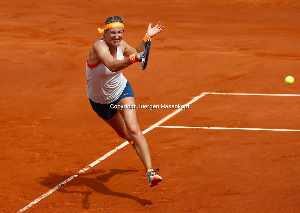 French Open 2013, Roland Garros,Paris,ITF Grand Slam Tennis Tournament, Victoria Azarenka (BLR),<br /> Aktion,Einzelbild,Ganzkoerper,Querformat,von oben,