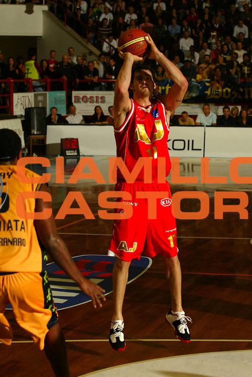 DESCRIZIONE : Porto San Giorgio Lega A1 2006-07 Premiata Montegranaro Armani Jeans Milano<br />GIOCATORE : Calabria <br />SQUADRA : Armani Jeans Milano    <br />EVENTO : Campionato Lega A1 2006-2007 <br />GARA : Premiata Montegranaro Armani Jeans Milano   <br />DATA : 22/10/2006 <br />CATEGORIA : Tiro <br />SPORT : Pallacanestro <br />AUTORE : Agenzia Ciamillo-Castoria/M.Marchi