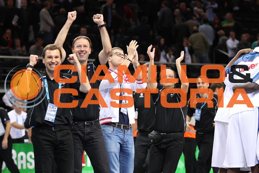 DESCRIZIONE : Kaunas Lithuania Lituania Eurobasket Men 2011 Semifinali Semi Final Round Francia Russia France Russia<br /> GIOCATORE : Team Francia France <br /> SQUADRA : Francia France<br /> EVENTO : Eurobasket Men 2011<br /> GARA : Francia Russia France Russia<br /> DATA : 16/09/2011 <br /> CATEGORIA : esultanza jubilation<br /> SPORT : Pallacanestro <br /> AUTORE : Agenzia Ciamillo-Castoria/ElioCastoria<br /> Galleria : Eurobasket Men 2011 <br /> Fotonotizia : Kaunas Lithuania Lituania Eurobasket Men 2011 Semifinali Semi Final Round Francia Russia France Russia<br /> Predefinita :