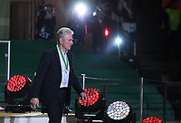 FUSSBALL  DFB POKAL FINALE  SAISON 2017/2018 IN BERLIN FC Bayern Muenchen - Eintracht Frankfurt        19.05.2018 Siegerehrung; Abgang FC Bayern Muenchen; Trainer Jupp Heynckes verlasst enttaeuscht das Podest