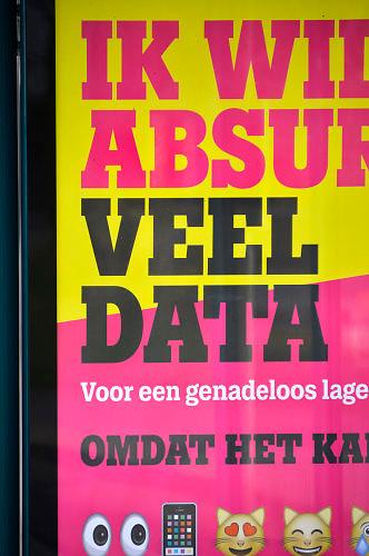 Nederland, Leuth, 19-12-2016Op de reclamezuil van een bushokje wordt reclame gemaakt voor een mobiel abonnement met veel data .Foto: Flip Franssen