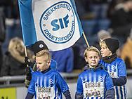 FODBOLD: Samarbejdsklubberne i parade før kampen i ALKA Superligaen mellem FC Helsingør og Lyngby Boldklub den 9. december 2017 på Helsingør Stadion. Foto: Claus Birch