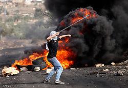 NABLUS, Nov. 11, 2016 (Xinhua) -- A Palestinian protester hurls stones at Israeli soldiers during clashes near the West Bank town of Nablus on Nov. 11, 2016. (Xinhua/Nidal Eshtayeh) (gl) (Credit Image: © Nidal Eshtayeh/Xinhua via ZUMA Wire)