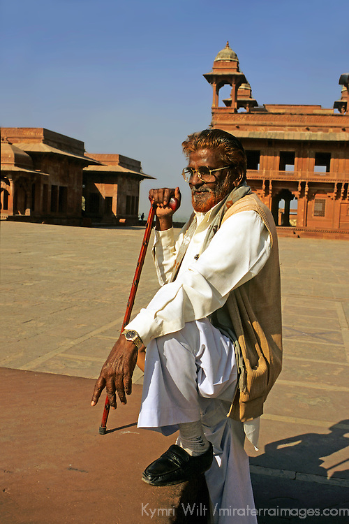Asia, India, Uttar Pradesh, Fatehpur Sikri. A guide and storyteller at Fatehpur Sikri.
