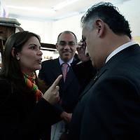 Toluca, Mex.- Laura Barrera Fortoul (izq), Secretaria de Turismo y Hector Jimenez Baca (der), Comisionado de la Agencia de Seguridad Estatal (ASE), se despiden al termino de la firma de convenio de colaboracion entre la ASE y la Secretaria de Turismo para la Impaticion de Cursos de Cultura. Agencia MVT / Javier Rodriguez. (DIGITAL)<br /> <br /> <br /> <br /> <br /> <br /> <br /> <br /> NO ARCHIVAR - NO ARCHIVE
