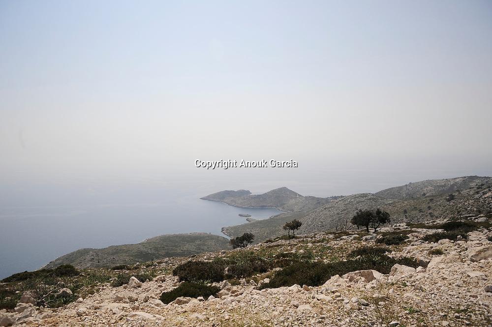 Des traces retrouve?es dans les grottes de Raca ( a? co?te? de Skrivenaluka) et Na pozalicu indiquent que l'i?le e?tait habite?e 4000 ans avant JC.