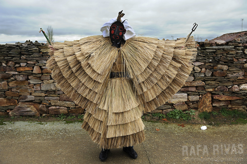 A man dressed in a Tafarron costum poses during this year's San Esteban festivities in the north western Spanish village of Pozuelo de Tabara, Zamora province, on December 26, 2009. The pagan festival of Tafarron is one of the first winter mascarades celebrated in Zamora province.PHOTO/RAFA RIVAS