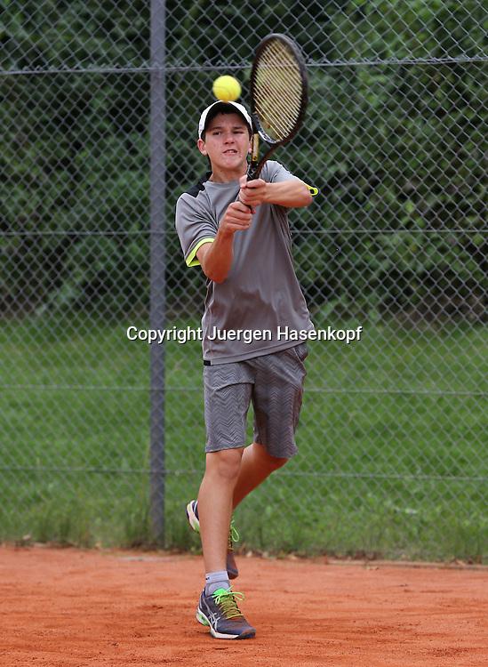 Audi GW:plus Zentrum Muenchen Junior Open 2014, Tennis Europe Junior Tour,Sandplatz, Junioren Turnier, BS14,Maxim Chernov (RUS),<br /> Aktion,Einzelbild,Ganzkoerper,Hochformat,