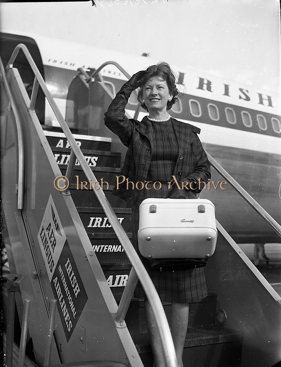 Mary Ellen Bute at Dublin Airport<br /> 28.08.1961
