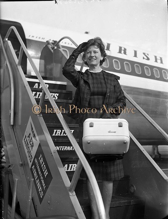 Mary Ellen Bute at Dublin Airport<br /> 28.08.1961