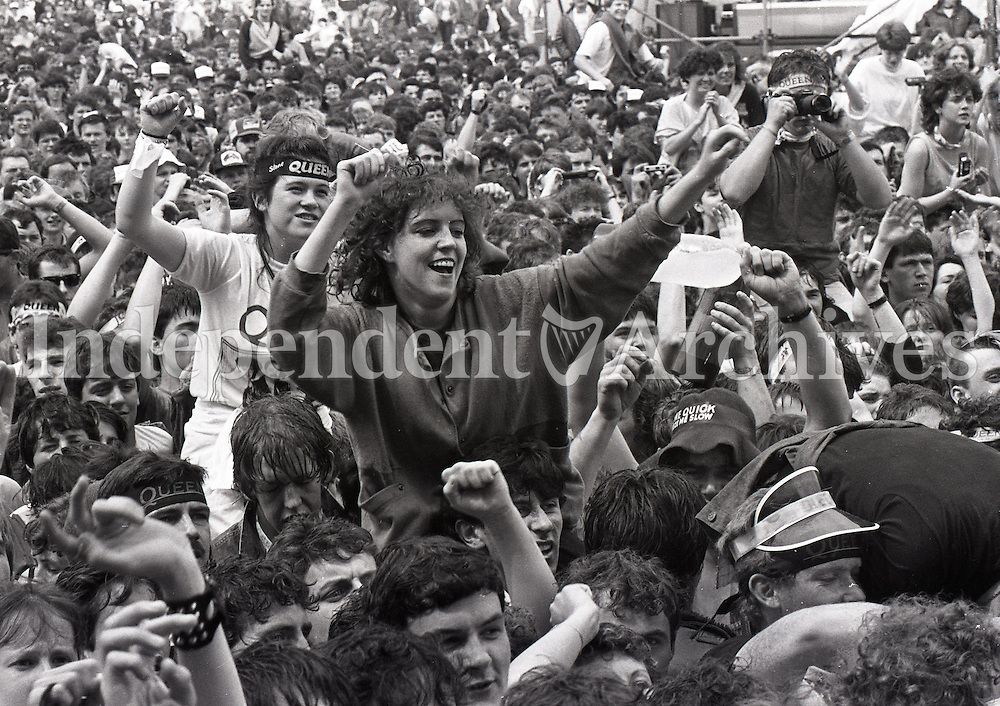 Fans dancing at the Queen concert in Slane Castle. It was Queen's final tour with Freddie Mercury as lead singer. 5/7/86. (Part of the Irish Independent Newspapers/NLI Collection)