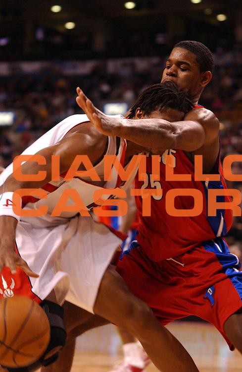DESCRIZIONE : Toronto Campionato NBA 2007-2008 Toronto Raptors Detroit Pistons<br /> GIOCATORE : Chris Bosh<br /> SQUADRA : Toronto Raptors Detroit Pistons<br /> EVENTO : Campionato NBA 2007-2008 <br /> GARA : Toronto Raptors Detroit Pistons<br /> DATA : 26/03/2008 <br /> CATEGORIA : curiosita palleggio<br /> SPORT : Pallacanestro <br /> AUTORE : Agenzia Ciamillo-Castoria/V.Keslassy<br /> Galleria : NBA 2007-2008 <br /> Fotonotizia : Toronto Campionato NBA 2007-2008 Toronto Raptors Detroit Pistons<br /> Predefinita :