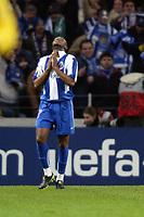 PORTO-25 FEVEREIRO:BENNI MACCARTHY#77 festeja golo no jogo F.C. Porto vs Manchester United F.C. primeira mao dos oitavos de final da Liga dos campeoes realizado no estadio do Dragao 25/02/2004.<br />(PHOTO BY:GERARDO SANTOS/AFCD)