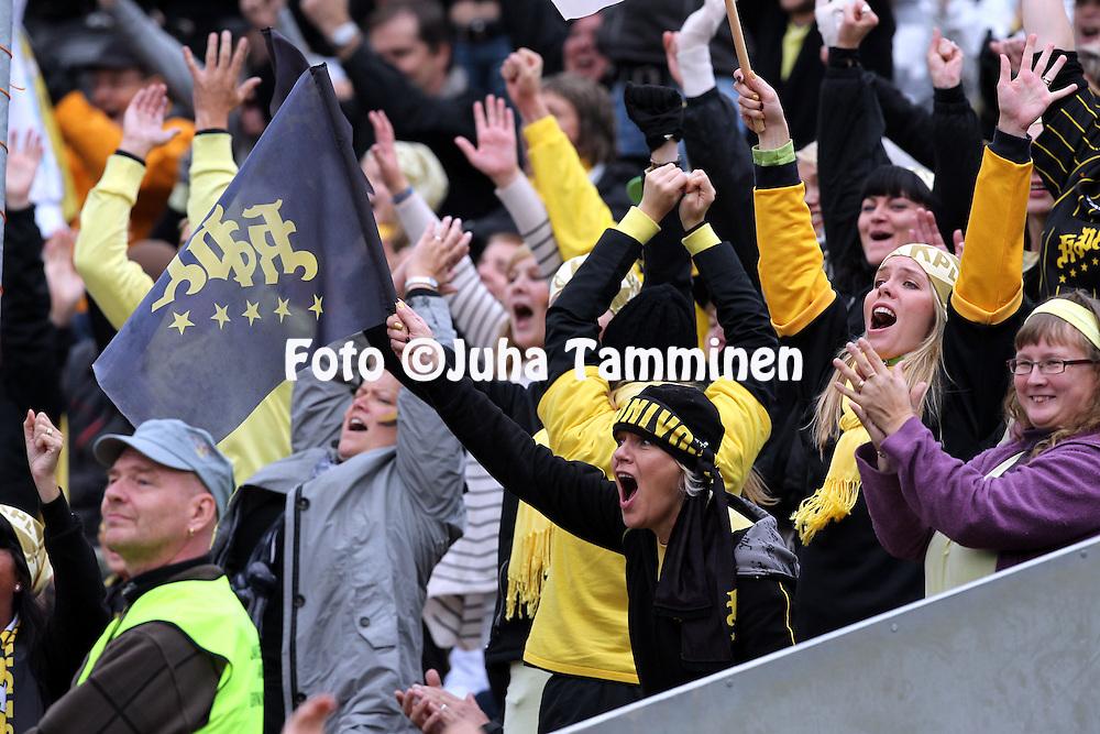 11.09.2010, Kouvola..Superpesis 2010, 3. loppuottelu: Kouvolan Pallonly?j?t - Vimpelin Veto..Kopla-fanit juhlivat..©Juha Tamminen.