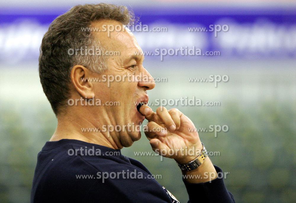 New Coach of KK Union Olimpija Zmago Sagadin at first day of practice before Euroleague match vs AEK Athene, on November 30, 2005, Hala Tivoli, Ljubljana, Slovenia.  (Photo by Vid Ponikvar / Sportida)
