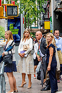 NEW YORK - Queen Maxima walks on the street in Manhattan to go to the airport . ROBIN UTRECHT