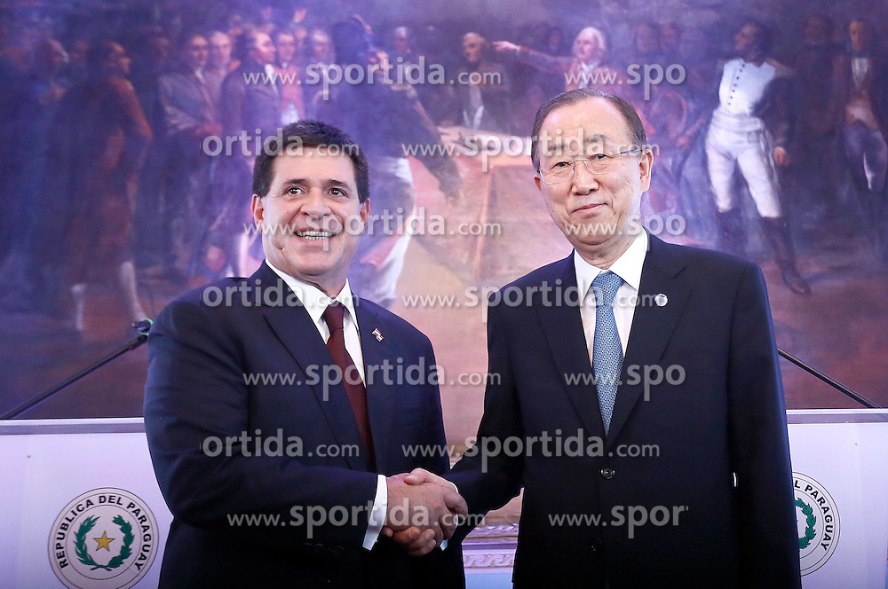 Paraguayan President Horacio Cartes (L) shakes hands with UN Secretary-General Ban Ki-moon during a press conference at the Presidential Palace in Asuncion, Paraguay, on Feb. 25, 2015. UN Secretary-General Ban Ki-moon on Wednesday morning arrived in Asuncion, Paraguay, for a two-day visit to the Latin American country, the first by a UN chief in the country in nearly 60 years, a UN spokesman said. EXPA Pictures &copy; 2015, PhotoCredit: EXPA/ Photoshot/ [e]MARCELO ESPINOSA<br /> <br /> *****ATTENTION - for AUT, SLO, CRO, SRB, BIH, MAZ only*****