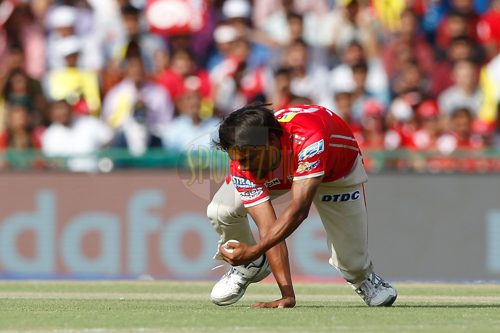 Sandeep Sharma of Kings XI Punjab takes a catch of Shreyas Iyer of the Delhi Daredevils during match 36 of the Vivo 2017 Indian Premier League between the Kings XI Punjab and the Delhi Daredevils  held at the Punjab Cricket Association IS Bindra Stadium in Mohali, India on the 30th April 2017<br /> <br /> Photo by Deepak Malik - Sportzpics - IPL