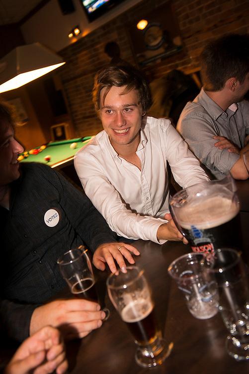 Léo-Bureau Blouin candidat dans Laval des Rapides ex leader étudiant à la Brasserie Chérier, son repère étudiant, après la grande rencontre du Parti Québécois au Métroplolis. Montréal, 30 août 2012.