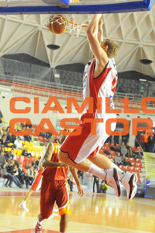 DESCRIZIONE : Roma Lega A 2011-12 Acea Virtus Roma Scavolini Siviglia Pesaro<br /> GIOCATORE : Lydeka Tautvydas<br /> CATEGORIA : schiacciata<br /> SQUADRA : Scavolini Siviglia Pesaro<br /> EVENTO : Campionato Lega A 2011-2012<br /> GARA : Acea Virtus Roma Scavolini Siviglia Pesaro<br /> DATA : 11/01/2012<br /> SPORT : Pallacanestro<br /> AUTORE : Agenzia Ciamillo-Castoria/GabrieleCiamillo<br /> Galleria : Lega Basket A 2011-2012<br /> Fotonotizia : Roma Lega A 2011-12 Acea Virtus Roma Scavolini Siviglia Pesaro<br /> Predefinita :