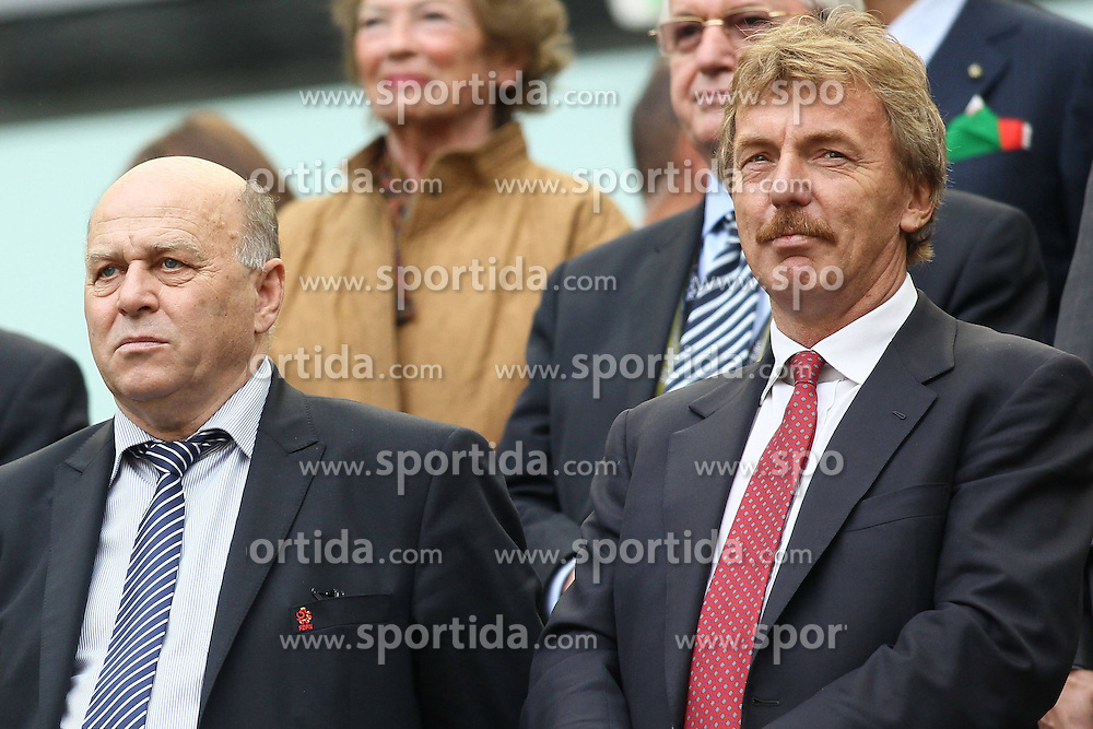 10.06.2012, Arena Gdansk, Danzig, POL, UEFA EURO 2012, Spanien vs Italien, Gruppe C, im Bild GRZEGORZ LATO (L) ZBIGNIEW BONIEK (P) // during the UEFA Euro 2012 Group C Match between Spain and Italy at the Arena Gdansk, Gdansk, Poland on 2012/06/10. EXPA Pictures © 2012, PhotoCredit: EXPA/ Newspix/ Mateusz Trzuskowski..***** ATTENTION - for AUT, SLO, CRO, SRB, SUI and SWE only *****
