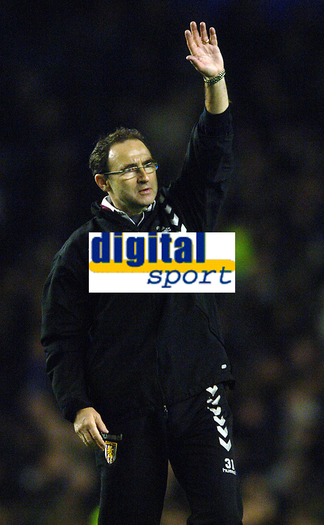Photo: Paul Greenwood.<br />Everton v Aston Villa. The Barclays Premiership. 11/11/2006. Villa manager Martin O Neill acknowledges the crowd at the end of the match.