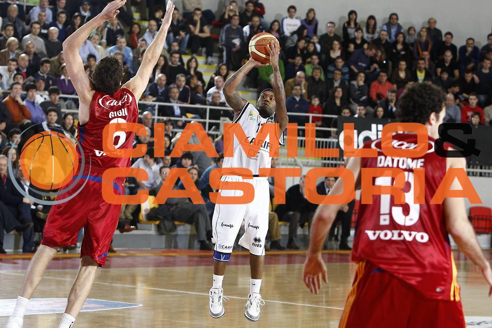DESCRIZIONE : Roma Lega A 2008-09 Lottomatica Virtus Roma Carife Ferrara<br /> GIOCATORE : Andre Collins<br /> SQUADRA : Carife Ferrara<br /> EVENTO : Campionato Lega A 2008-2009<br /> GARA : Lottomatica Virtus Roma Carife Ferrara<br /> DATA : 29/03/2009<br /> CATEGORIA : tiro<br /> SPORT : Pallacanestro<br /> AUTORE : Agenzia Ciamillo-Castoria/E.Castoria<br /> Galleria : Lega Basket A1 2008-2009<br /> Fotonotizia : Roma Campionato Italiano Lega A 2008-2009 Lottomatica Virtus Roma Carife Ferrara<br /> Predefinita :