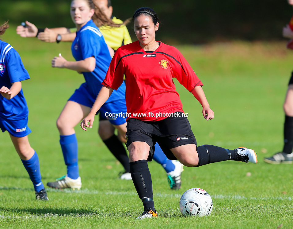 Ellerslie's Chrissy Liversidge in action. NZF Womens Knock Out Cup, Ellerslie AFC v Lynn Avon United AFC, Michaels Avenue Reserve, Ellerslie, Auckland, Sunday 5th June 2016. Photo: David Joseph / www.phototek.nz