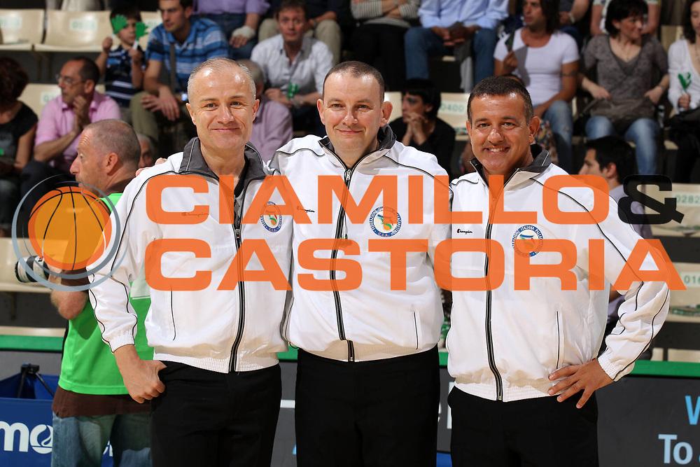 DESCRIZIONE : Siena Lega A 2011-12 Montepaschi Siena EA7 Emporio Armani Milano Finale scudetto gara 1<br /> GIOCATORE : Fabio Facchini Paolo Taurino Gianluca Mattioli    <br /> CATEGORIA : arbitro referees<br /> SQUADRA : Aiap<br /> EVENTO : Campionato Lega A 2011-2012 Finale scudetto gara 1<br /> GARA : Montepaschi Siena EA7 Emporio Armani Milano<br /> DATA : 09/06/2012<br /> SPORT : Pallacanestro <br /> AUTORE : Agenzia Ciamillo-Castoria/Elio Castoria<br /> Galleria : Lega Basket A 2011-2012  <br /> Fotonotizia : Siena Lega A 2011-12 Montepaschi Siena EA7 Emporio Armani Milano Finale scudetto gara 1<br /> Predefinita :
