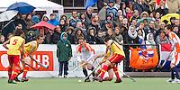 AERDENHOUT - 09-04-2012 -Veel publiek met aan de bal, Caspar van Dijk, , maandag tijdens de finale tussen Nederland Jongens B en Spanje Jongens B  (3-1) , tijdens het Volvo 4-Nations Tournament op de velden van Rood-Wit in Aerdenhout. Jongens U16 wordt kampioen.FOTO KOEN SUYK