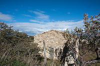 Foggia Monti Dauni nei pressi di Biccari (Foggia).<br /> Vecchia casetta in disuso.<br /> <br /> Il Subappennino Dauno (noto anche con i toponimi Monti Dauni o Monti della Daunia, la mund&agrave;gne o u Appenn&iacute;ne in foggiano) &egrave; una catena montuosa che costituisce il prolungamento orientale dell'Appennino sannita. Essa occupa la parte occidentale della Capitanata e corre lungo il confine della Puglia con il Molise e la Campania.
