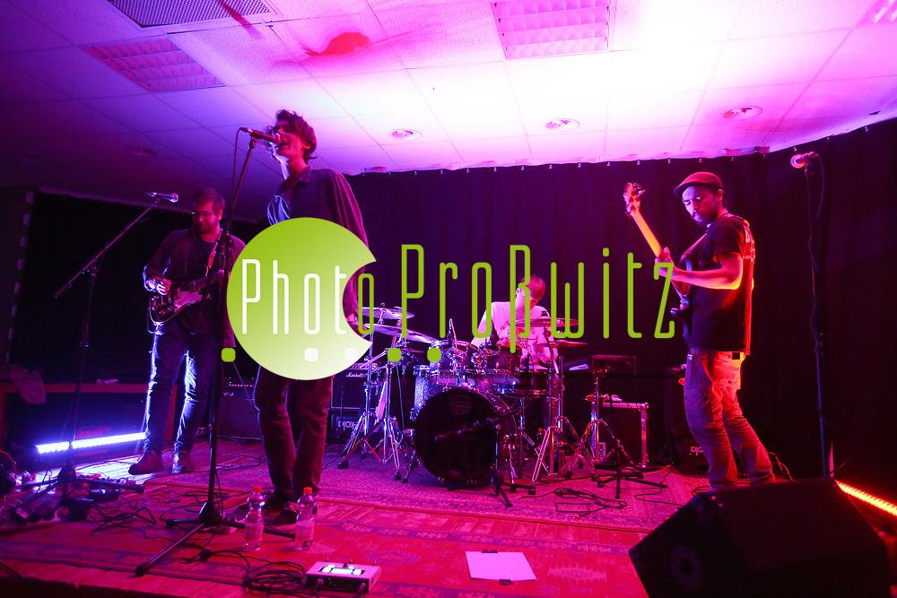 Mannheim. 19.05.17   Jugendhaus Konzert<br /> Vogelstang. Jugendhaus. Konzert Indie und Acoustic<br /> - Cinemagraph<br /> <br /> BILD- ID 0033  <br /> Bild: Markus Prosswitz 19MAY17 / masterpress (Bild ist honorarpflichtig - No Model Release!)