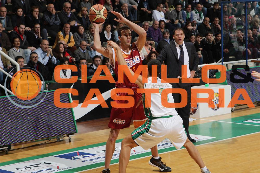 DESCRIZIONE : Siena Lega A 2009-10 Montepaschi Siena Lottomatica Virtus Roma<br /> GIOCATORE : Luigi Datome<br /> SQUADRA : Lottomatica Virtus Roma<br /> EVENTO : Campionato Lega A 2009-2010<br /> GARA : Montepaschi Siena Lottomatica Virtus Roma<br /> DATA : 22/11/2009<br /> CATEGORIA : Passaggio<br /> SPORT : Pallacanestro<br /> AUTORE : Agenzia Ciamillo-Castoria/G.Ciamillo<br /> Galleria : Lega Basket A 2009-2010<br /> Fotonotizia : Siena Campionato Italiano Lega A 2009-2010 Montepaschi Siena Lottomatica Virtus Roma<br /> Predefinita :