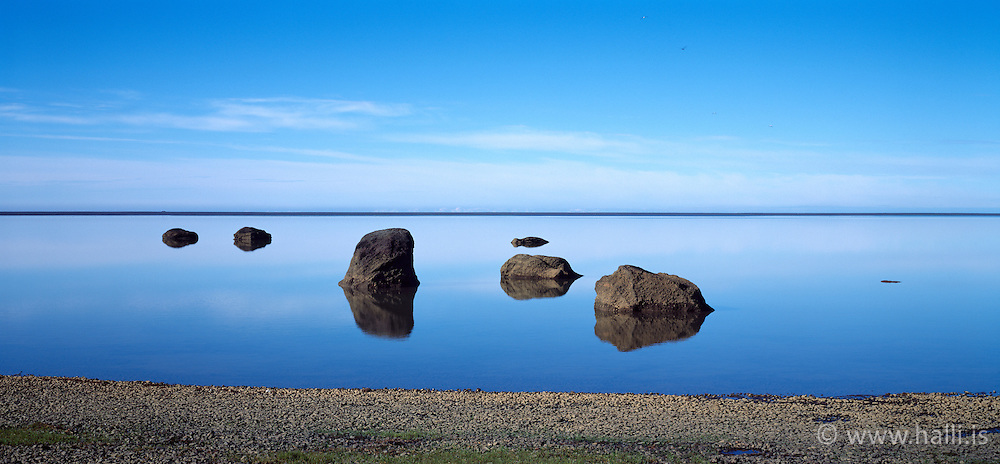 Stones and calm sea at Holtsos, Iceland - Steinar    olts