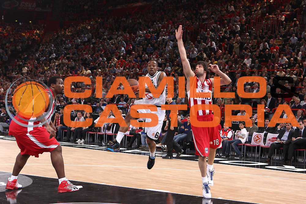 DESCRIZIONE : Parigi Paris Eurolega Eurolegue 2009-10 Final Four Semifinale Semifinal Partizan Belgrado Olympiacos Pireo Atene<br /> GIOCATORE : Bo McCalebb<br /> SQUADRA : Partizan Belgrado <br /> EVENTO : Eurolega 2009-2010 <br /> GARA : Partizan Belgrado Olympiacos Pireo Atene<br /> DATA : 07/05/2010 <br /> CATEGORIA : tiro penetrazione<br /> SPORT : Pallacanestro <br /> AUTORE : Agenzia Ciamillo-Castoria/C.De Massis<br /> Galleria : Eurolega 2009-2010 <br /> Fotonotizia : Parigi Paris Eurolega Euroleague 2009-2010 Final Four Semifinale Semifinal Partizan Belgrado Olympiacos Pireo Atene<br /> Predefinita :