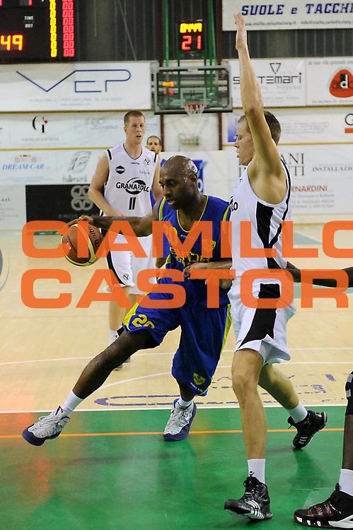 DESCRIZIONE : Porto Sant Elpidio Precampionato 2013-2014 Torneo Della Calzatura Sutor Montegranaro Virtus Bologna<br /> GIOCATORE : Mardy Collins<br /> CATEGORIA : palleggio penetrazione<br /> SQUADRA : Sutor Montegranaro Virtus Bologna<br /> EVENTO : Precampionato Lega A1 2013-2014<br /> GARA : Sutor Montegranaro Virtus Bologna<br /> DATA : 28/09/2013<br /> SPORT : Pallacanestro<br /> AUTORE : Agenzia Ciamillo-Castoria/C. De Massis<br /> Galleria : Lega Basket A1 2013-2014<br /> Fotonotizia : Porto Sant Elpidio Precampionato 2013-2014 Torneo Della Calzatura Sutor Montegranaro Virtus Bologna<br /> Predefinita :