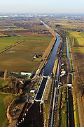 Nederland, Provincie, Gemeente Veghel, 10-01-2011;.Schutsluis Nr 5 Zuid-Willemsvaart, omgeving Keldonk naar Den Bosch. Lock in the Zuid-Willemsvaart near the village of Keldonk..luchtfoto (toeslag), aerial photo (additional fee required).foto/photo Siebe Swart