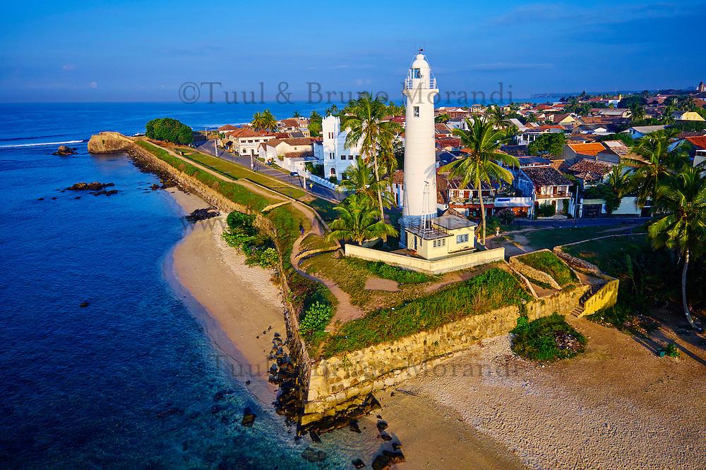 Sri Lanka, province du sud, district de Galle, Galle, Vieille ville classée patrimoine mondial de l'UNESCO, vue aerienne du fort, phare blanc // Sri Lanka, Southern Province, South Coast beach, Galle, Galle town, Dutch fort, UNESCO World Heritage site, aerial view