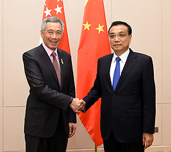 VIENTIANE, Sept. 7, 2016 (Xinhua) -- Chinese Premier Li Keqiang (R) meets with Singaporean Prime Minister Lee Hsien Loong in Vientiane, Laos, Sept. 6, 2016. (Xinhua/Rao Aimin) (wyl) (Credit Image: © Rao Aimin/Xinhua via ZUMA Wire)