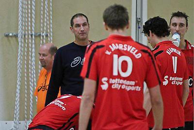 NLD/Huizen/20081220 - Voleyball wedstrijd Prima Donna Huizen Heren 1 - Ortec Nesselande, coach Ron Zwerver